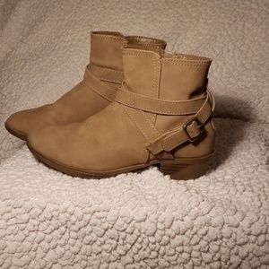 Little Girls Kohls So Brand ankle boots tan sz1